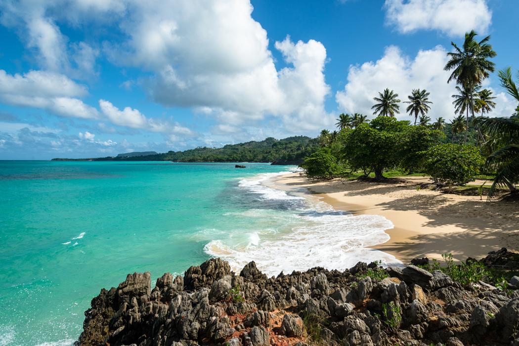 Plage pittoresque de Playa Rincon autour de Las Galeras, République Dominicaine
